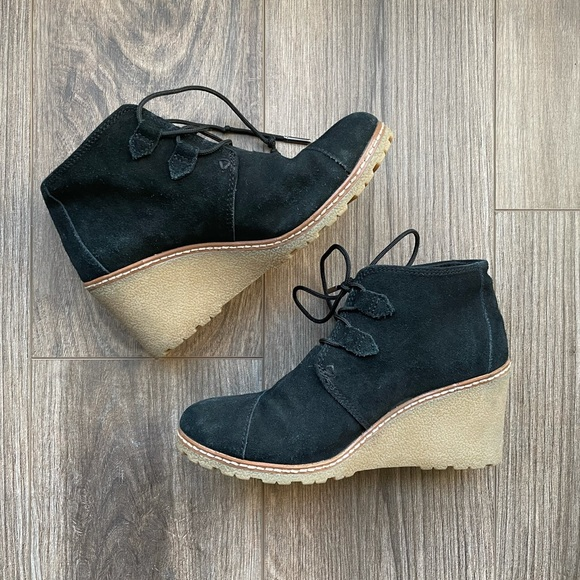7 TOMS Desert Wedge Suede Ankle Boots